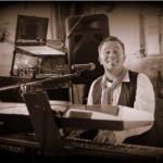 Bekijk foto 3 van Jim the Piano Traveller