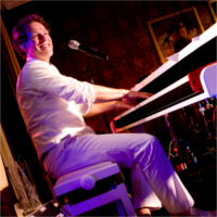 Foto 1 van Pushing Pianos