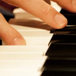 Bekijk foto 5 van Pushing Pianos