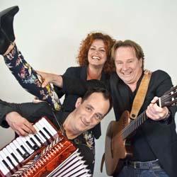 Bekijk foto 2 van Trio Muzz